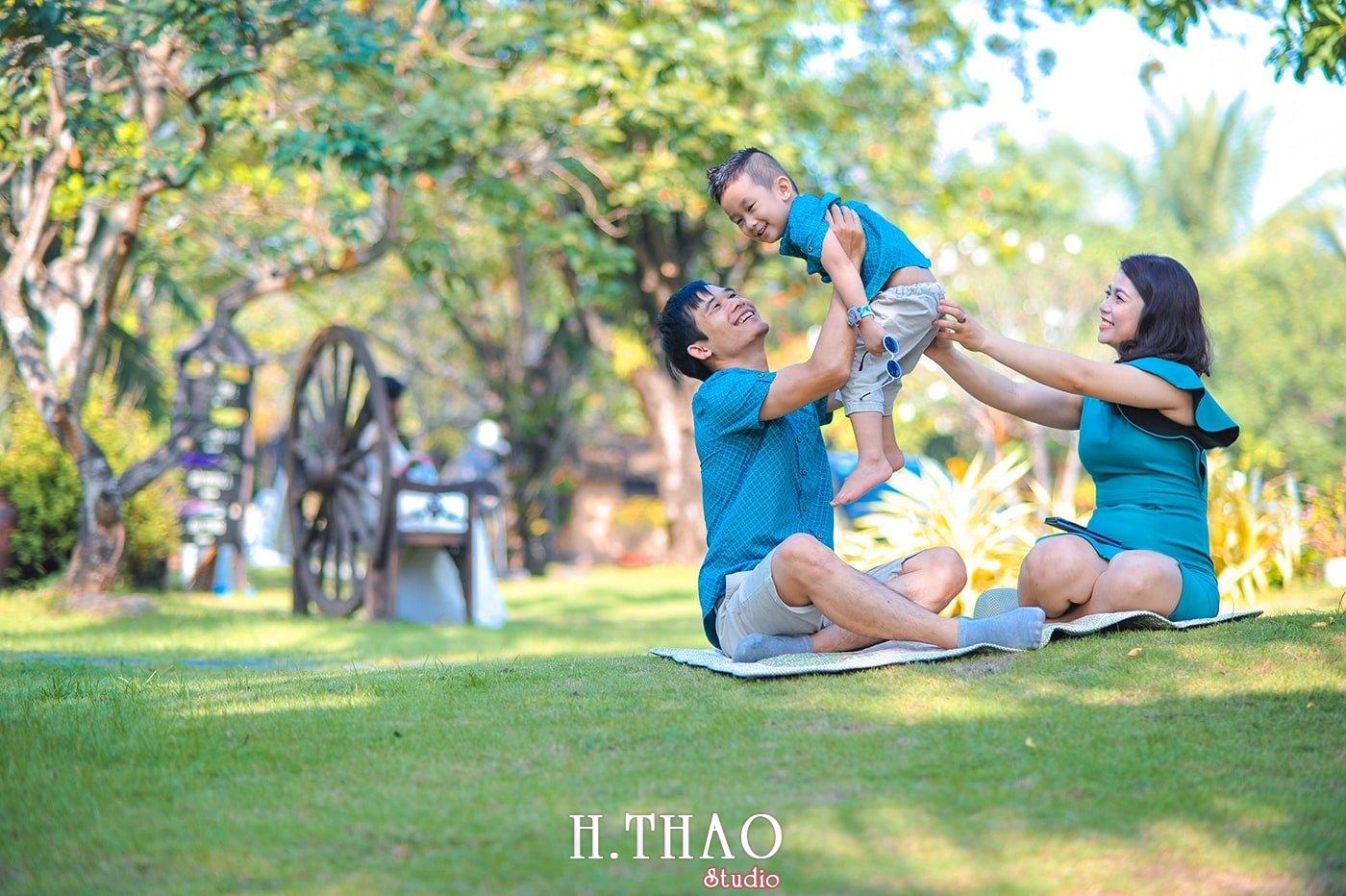 Anh gia dinh 3 nguoi 2 - Báo giá chụp hình gia đình