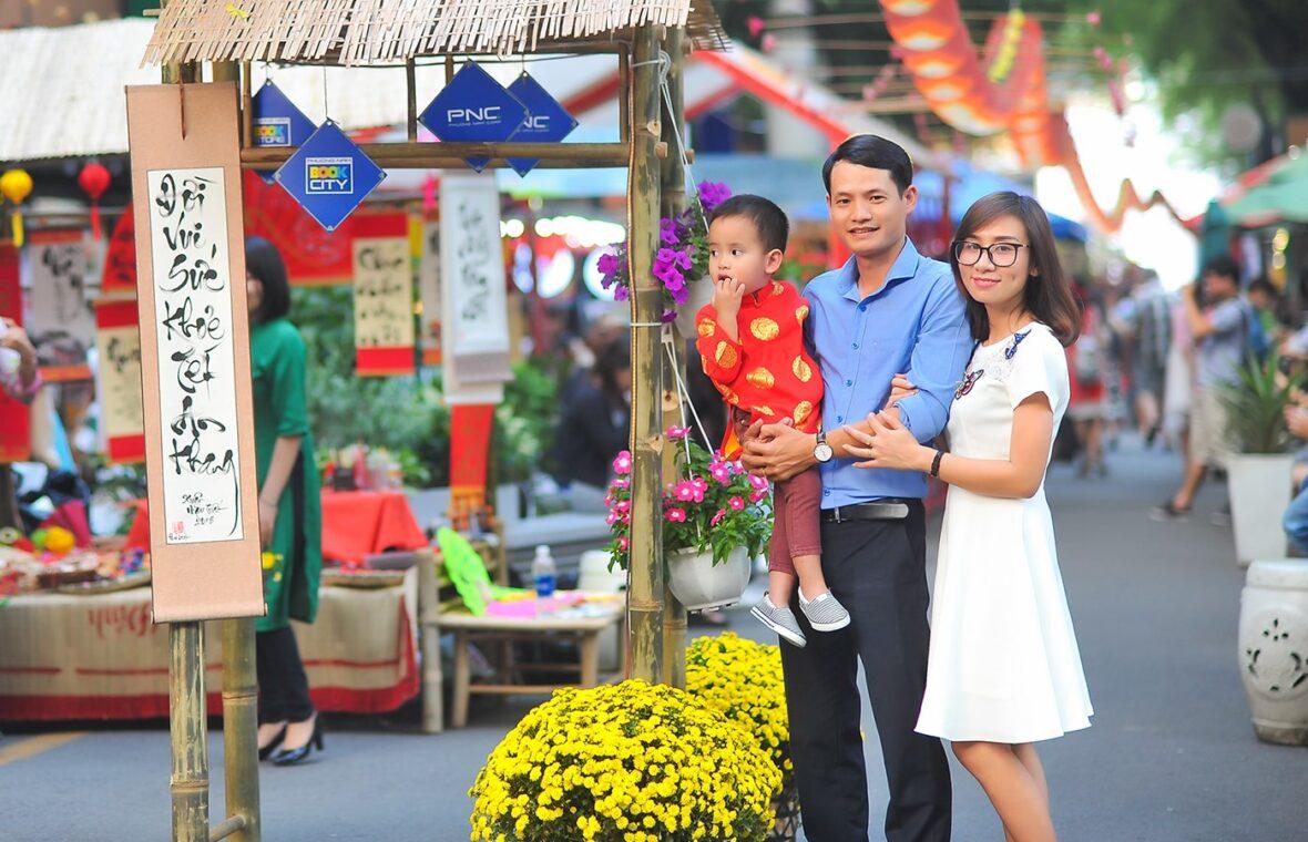 Anh gia dinh anh phong 3 1180x760 - Ảnh chụp gia đình anh Phong Hồ, Quận 1 Tp.HCM
