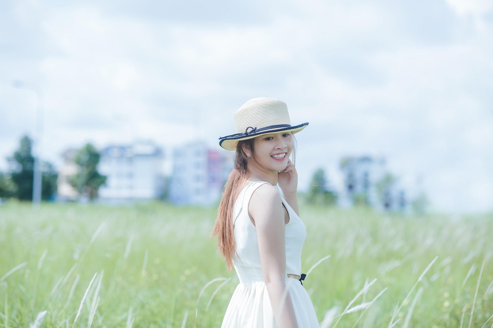 Be Trang - Ảnh chụp với cỏ lau Đảo Kim Cương, Quận 2