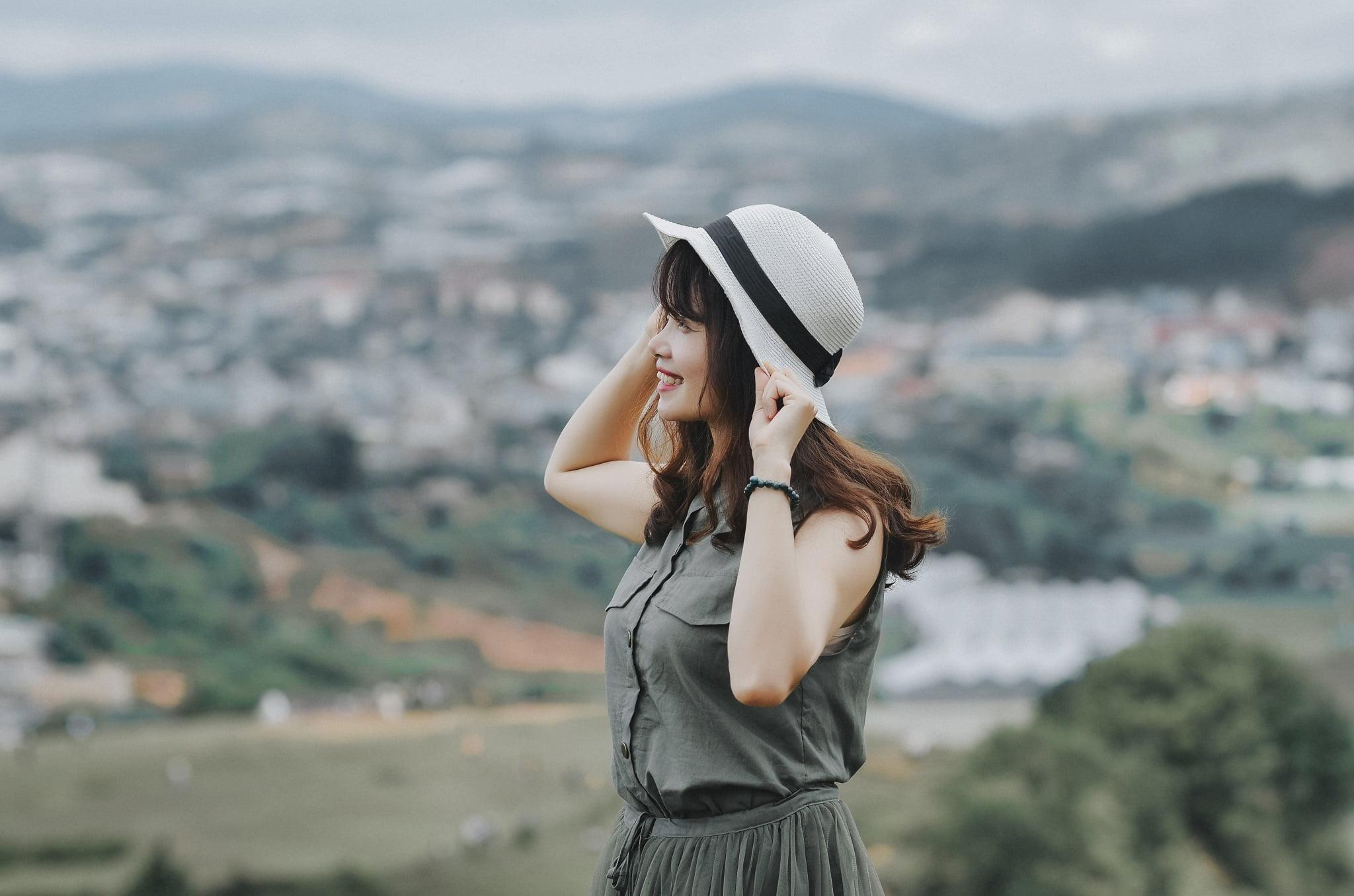 trang 2 - Ảnh chụp trên đỉnh Langbiang Đà Lạt - Trang Nguyễn