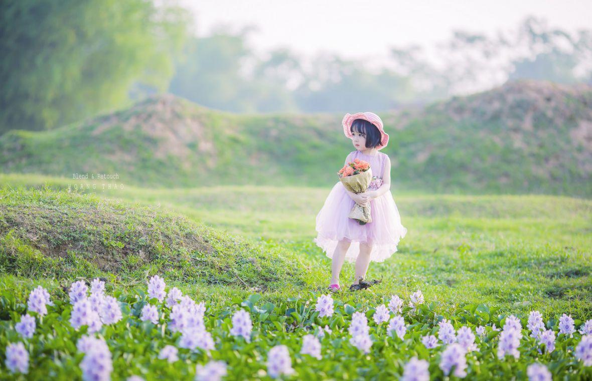 Little girl 1 1180x760 - [BR-Art] cô bé nhỏ trên bãi cỏ xanh