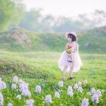 [BR-Art] cô bé nhỏ trên bãi cỏ xanh
