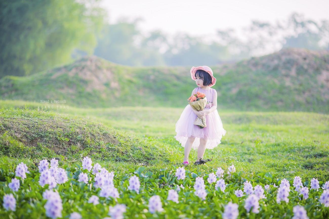 Little girl 1 - [BR-Art] cô bé nhỏ trên bãi cỏ xanh