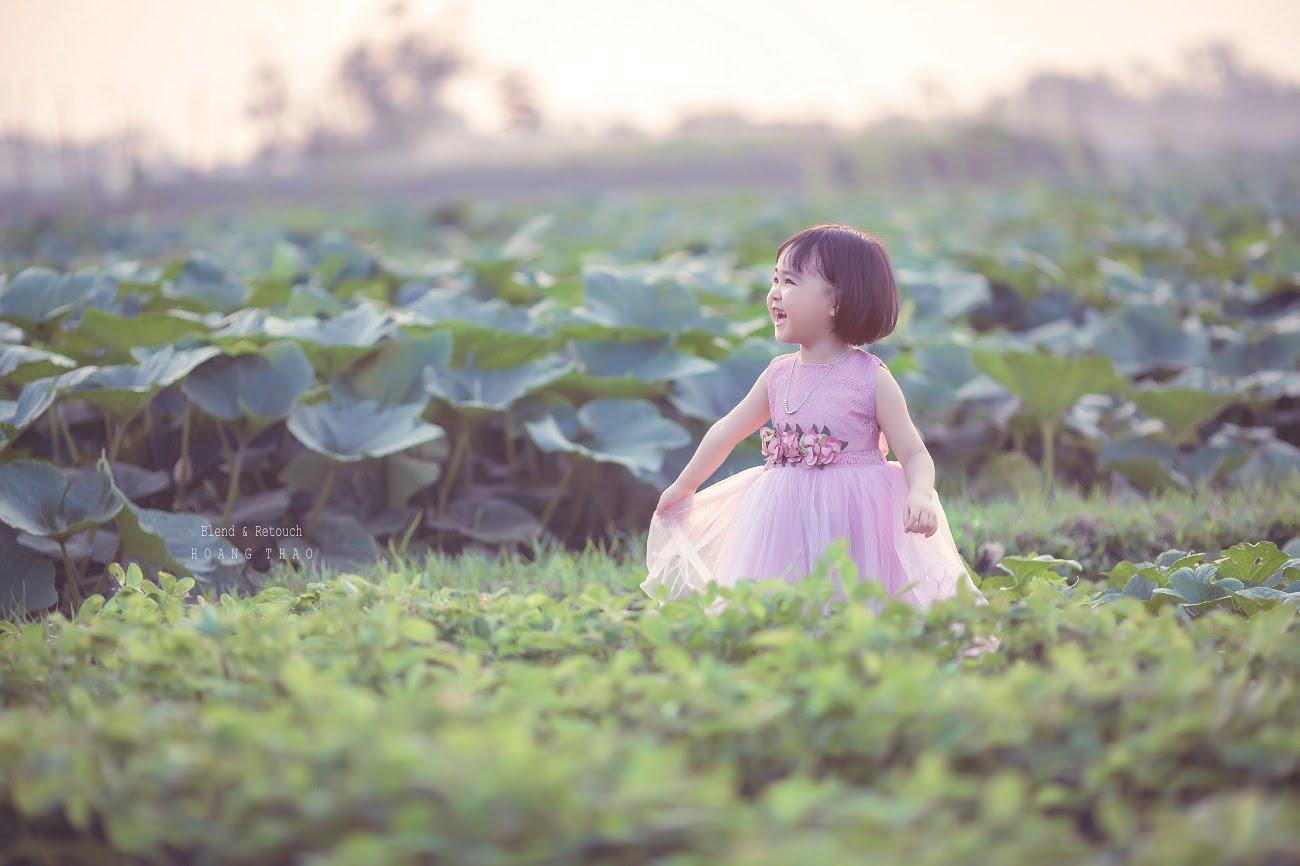 Little girl 10 - [BR-Art] cô bé nhỏ trên bãi cỏ xanh