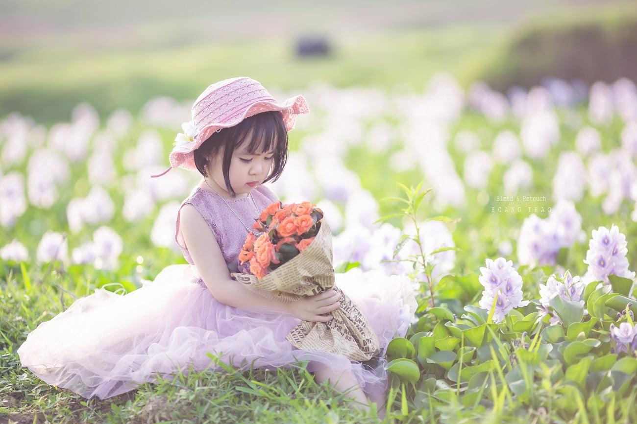 Little girl 2 - [BR-Art] cô bé nhỏ trên bãi cỏ xanh