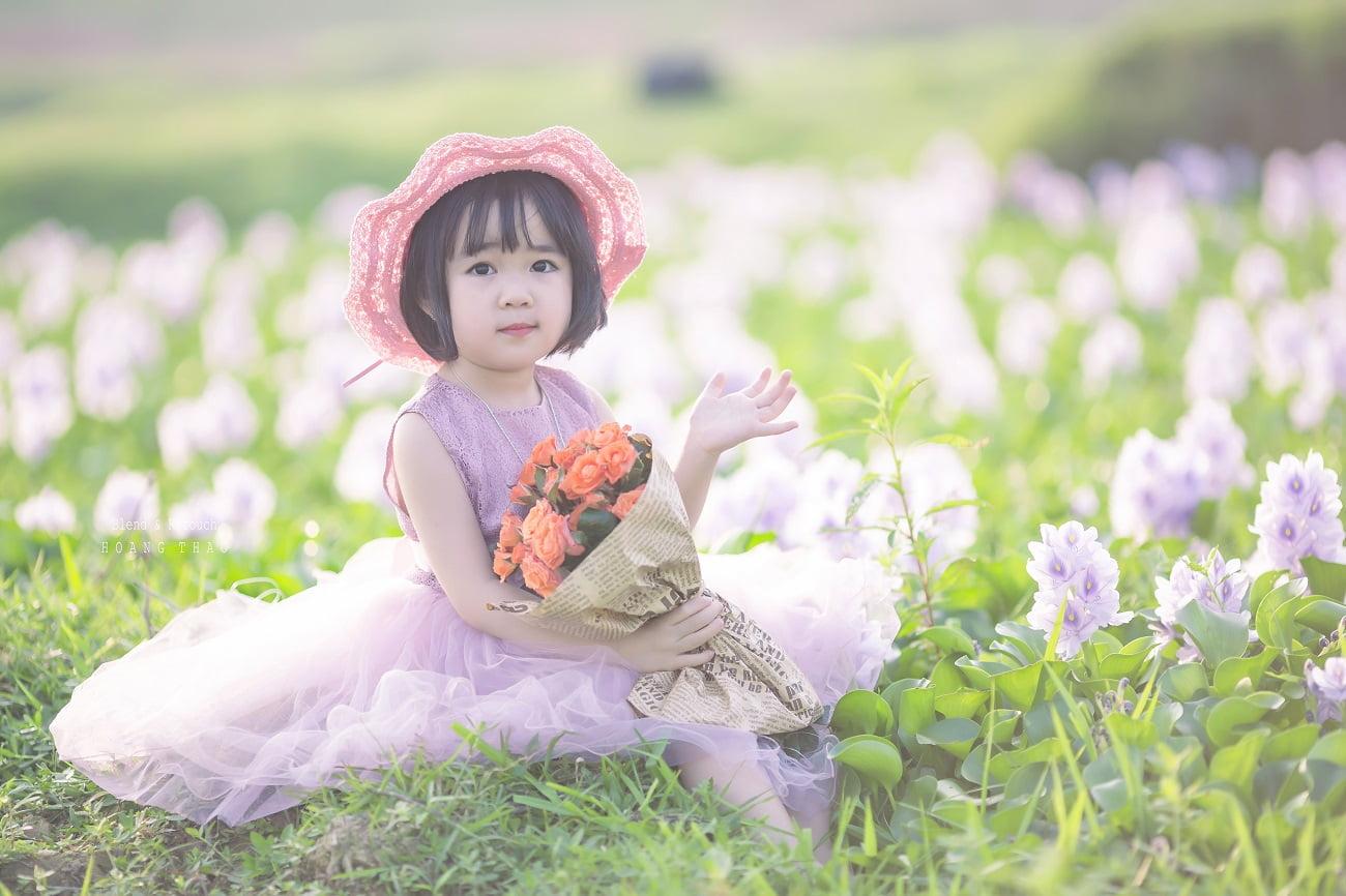 Little girl 3 - [BR-Art] cô bé nhỏ trên bãi cỏ xanh
