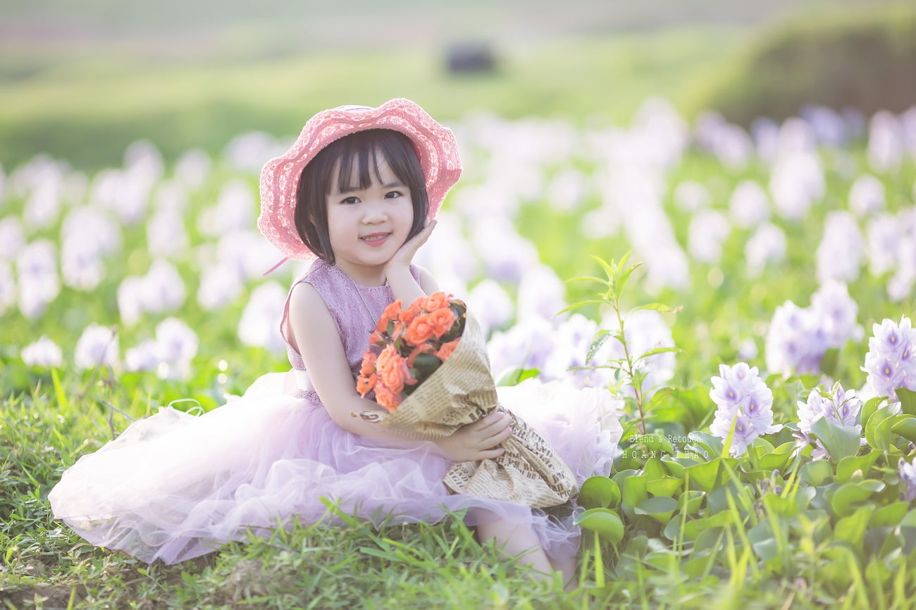 Little girl 4 - [BR-Art] cô bé nhỏ trên bãi cỏ xanh