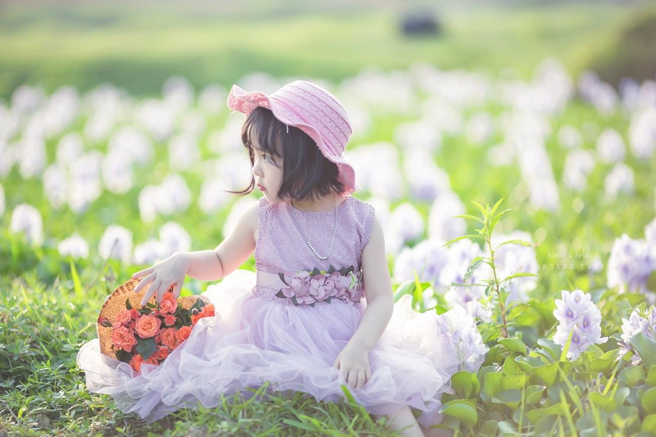 Little girl 5 - [BR-Art] cô bé nhỏ trên bãi cỏ xanh