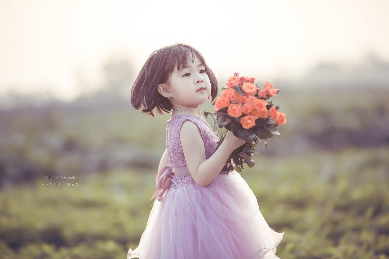 Little girl 8 - [BR-Art] cô bé nhỏ trên bãi cỏ xanh