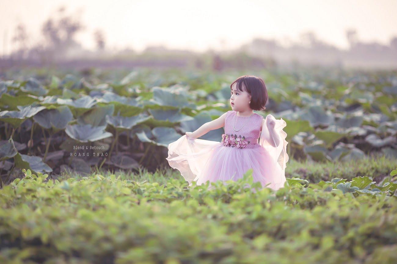 Little girl 9 - [BR-Art] cô bé nhỏ trên bãi cỏ xanh