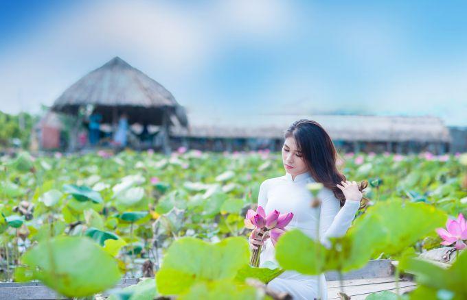 chụp ảnh với hoa sen