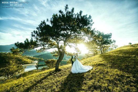 anh cuoi ngoai canh 3 525x350 - Top 4 phong cách chụp ảnh cưới hot nhất hiện nay
