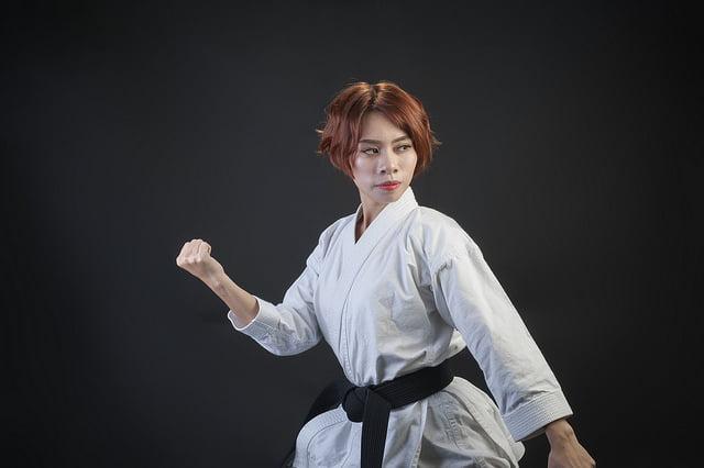thumnail karate - Bộ ảnh võ thuật Karate Girl phiên bản Việt
