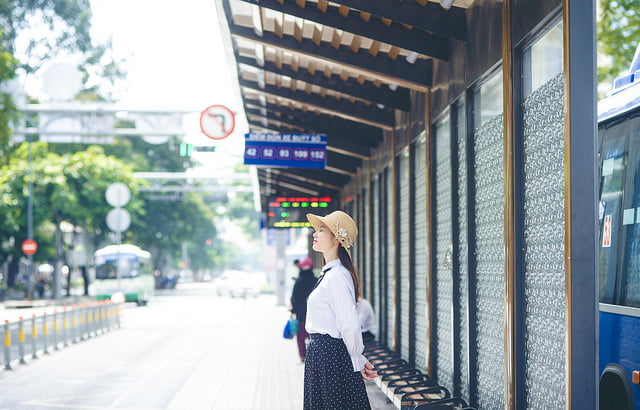 xe buyt quan 1 - Trạm xe buýt quận 1, địa điểm check-in mới cho giới trẻ Sài Gòn