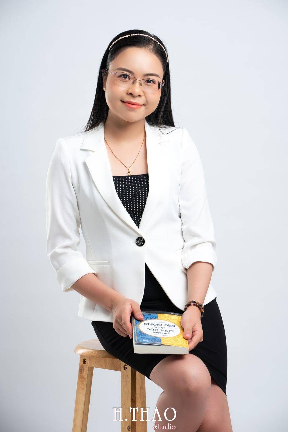 Anh Doanh nhan 16 1 - Góc ảnh doanh nhân, MC Khánh Vy đẹp năng động – HThao Studio