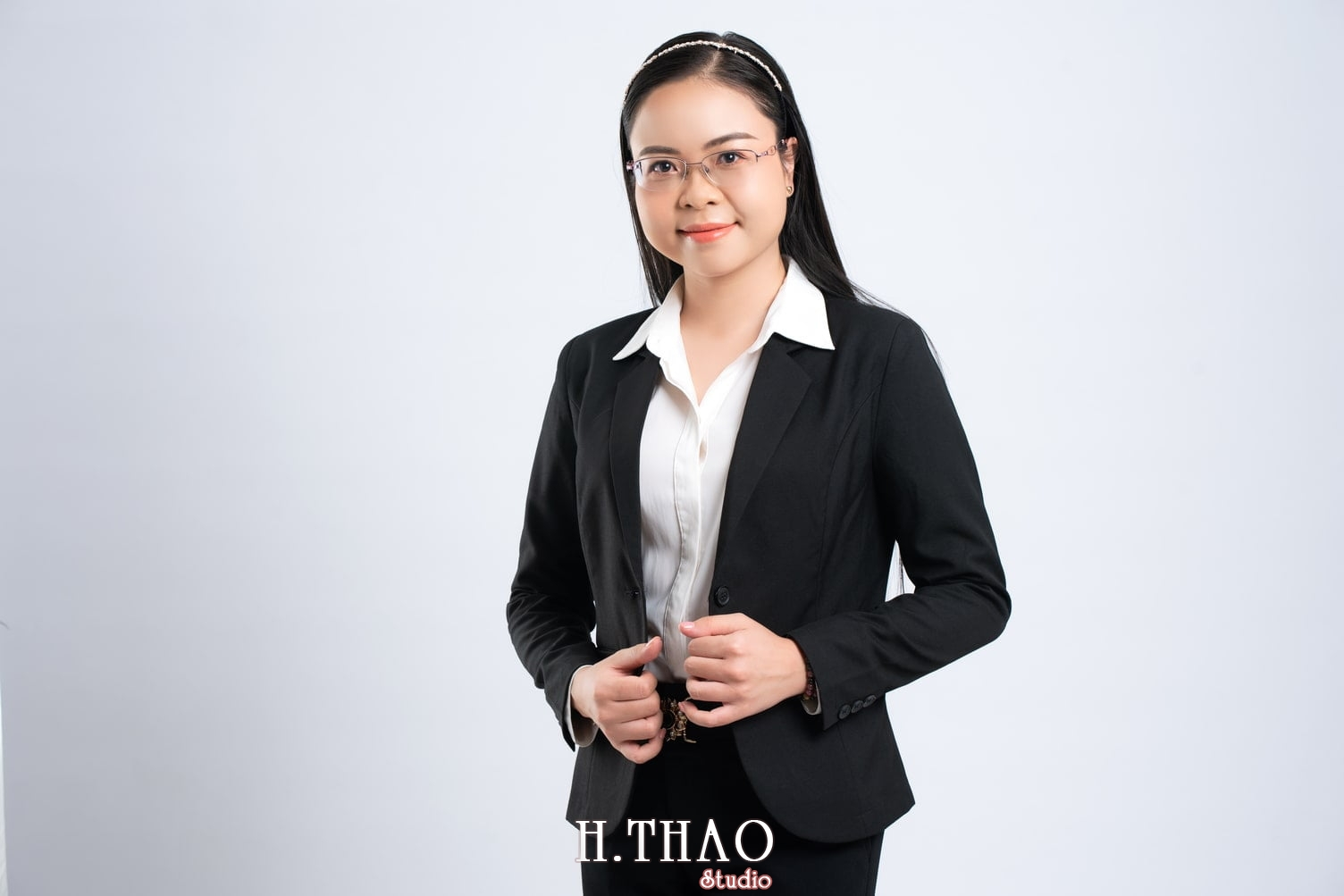 Anh Doanh nhan 6 1 - Góc ảnh doanh nhân, MC Khánh Vy đẹp năng động – HThao Studio