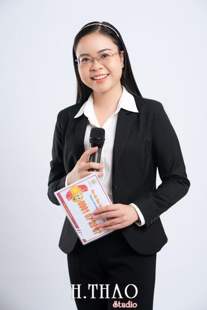 Anh Doanh nhan 7 1 683x1024 - Góc ảnh doanh nhân, MC Khánh Vy đẹp năng động – HThao Studio