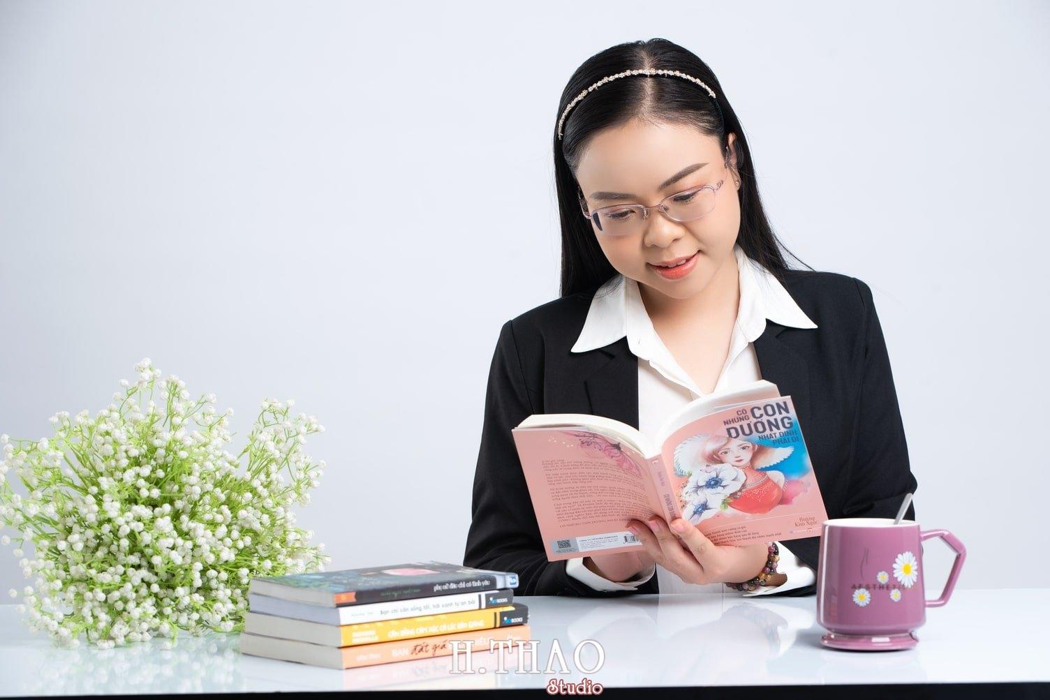 Anh Doanh nhan 8 1 - Góc ảnh doanh nhân, MC Khánh Vy đẹp năng động – HThao Studio