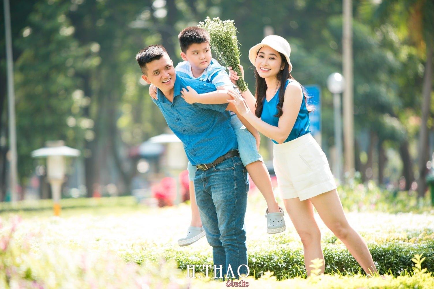 Anh Gia dinh 3 nguoi 11 - Bộ ảnh gia đình 3 người chụp ngoại cảnh đẹp tự nhiên - HThao Studio