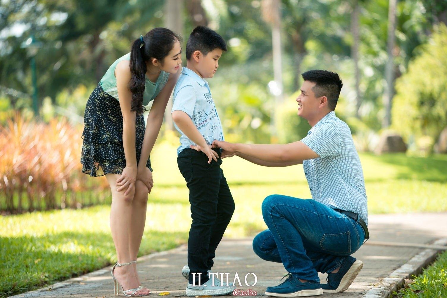 Ảnh gia đình 3 người tự nhiên