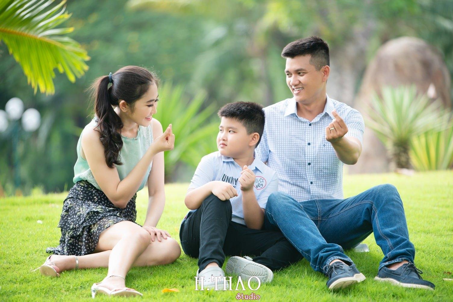 Anh Gia dinh 3 nguoi 16 - Gói chụp ảnh gia đình ngoại cảnh giá rẻ Tp. HCM - HThao Studio
