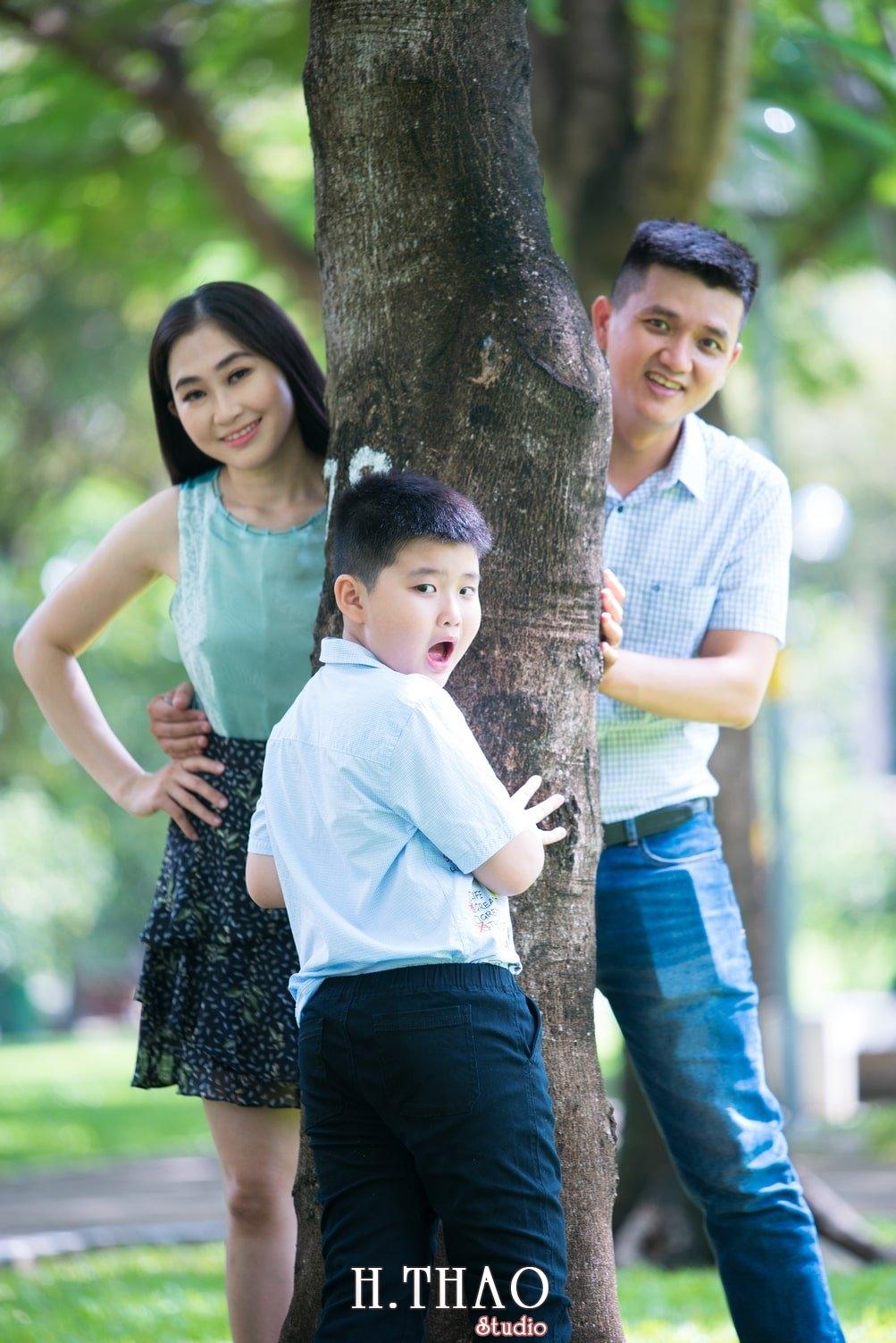 Anh Gia dinh 3 nguoi 17 - Bộ ảnh gia đình 3 người chụp ngoại cảnh đẹp tự nhiên - HThao Studio