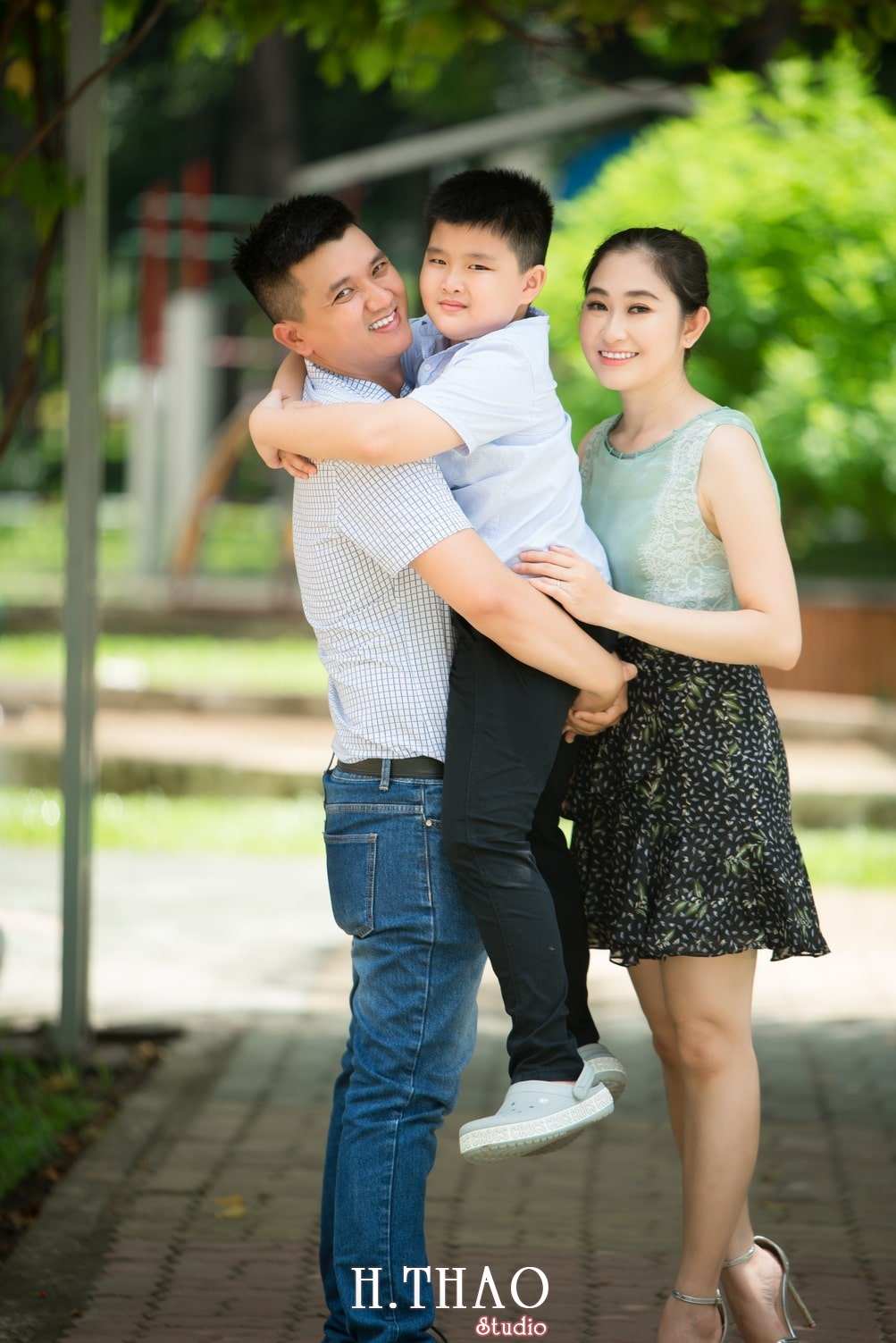 Anh Gia dinh 3 nguoi 20 - Bộ ảnh gia đình 3 người chụp ngoại cảnh đẹp tự nhiên - HThao Studio