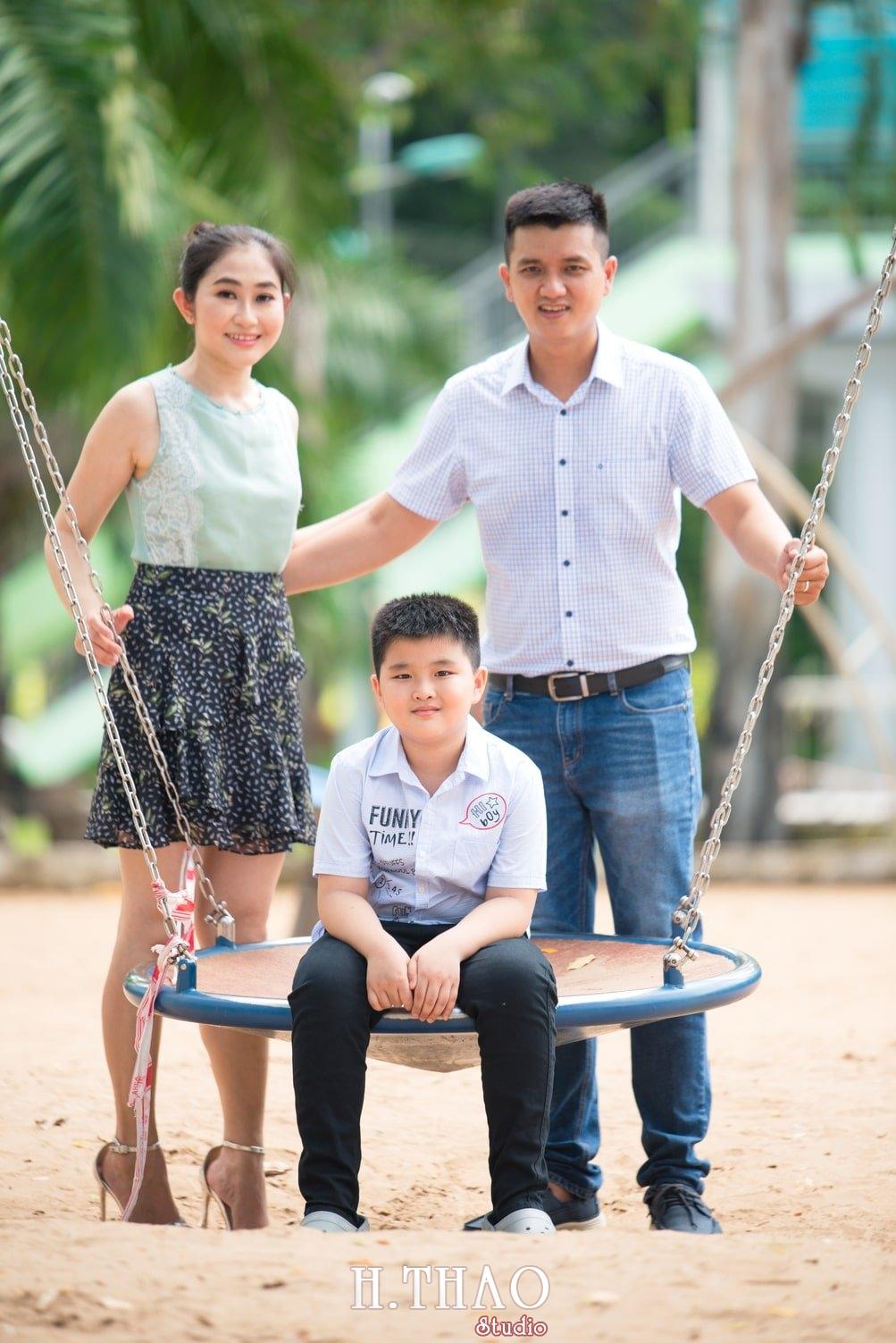 Anh Gia dinh 3 nguoi 21 - Bộ ảnh gia đình 3 người chụp ngoại cảnh đẹp tự nhiên - HThao Studio
