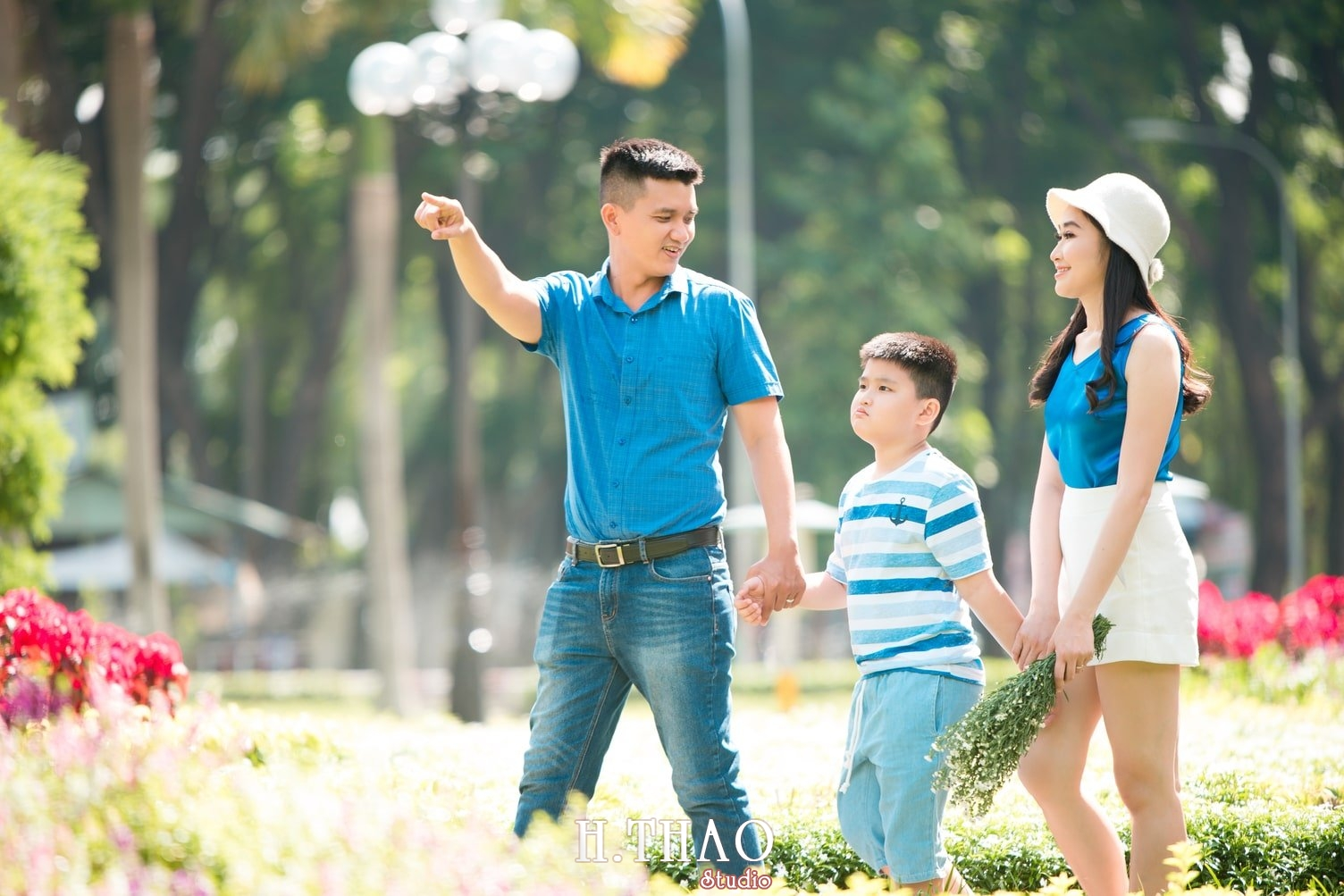 Anh Gia dinh 3 nguoi 9 - Gói chụp ảnh gia đình ngoại cảnh giá rẻ Tp. HCM - HThao Studio