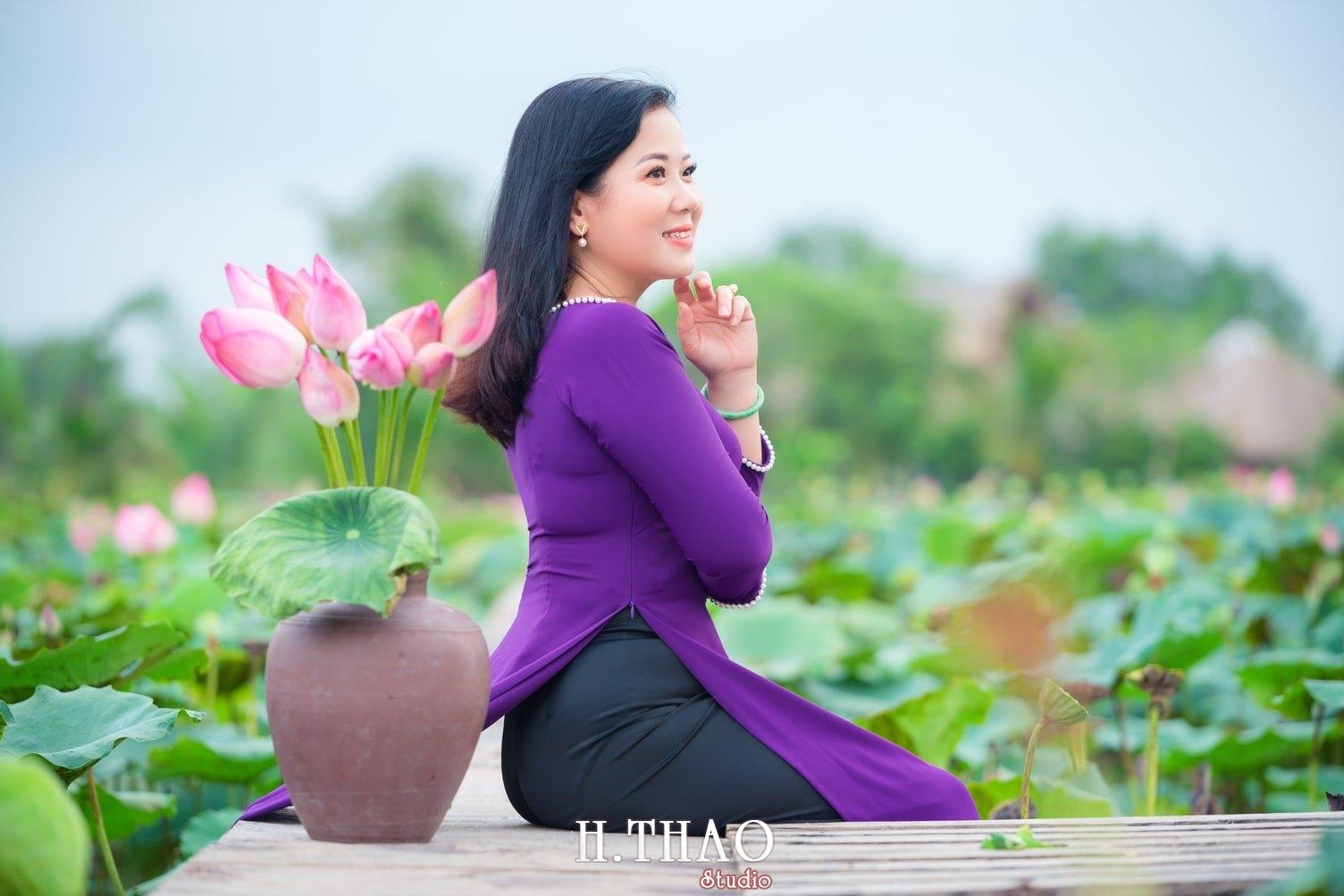 Anh Hoa sen tam da 1 - Bộ ảnh hoa sen với áo dài tím đẹp dễ thương - HThao Studio