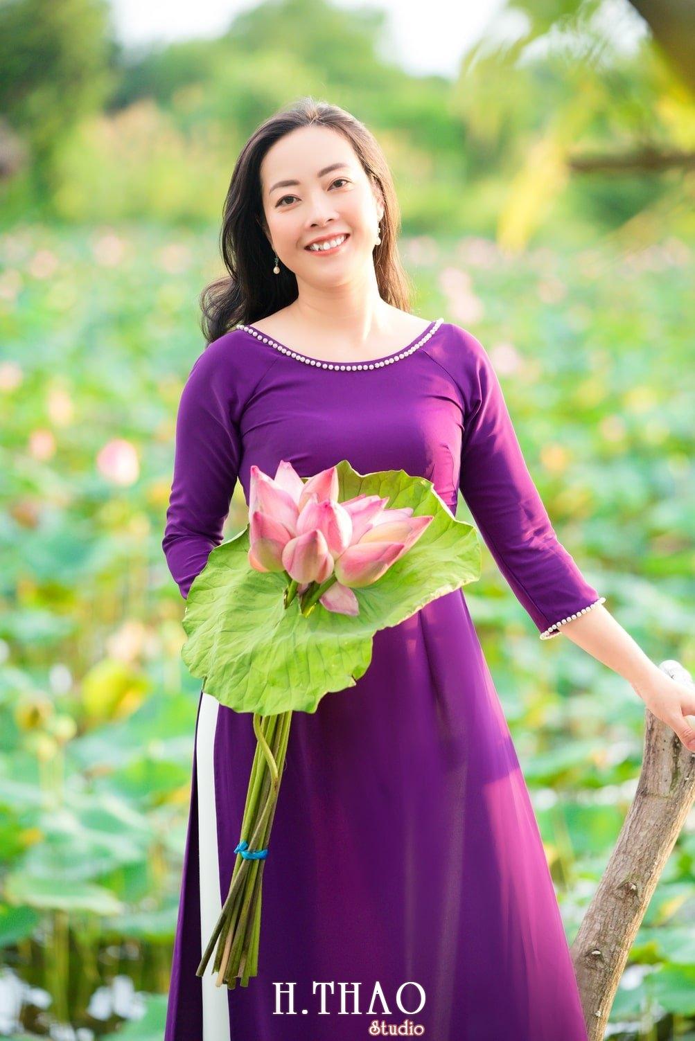 Anh Hoa sen tam da 14 - Bộ ảnh hoa sen với áo dài tím đẹp dễ thương - HThao Studio