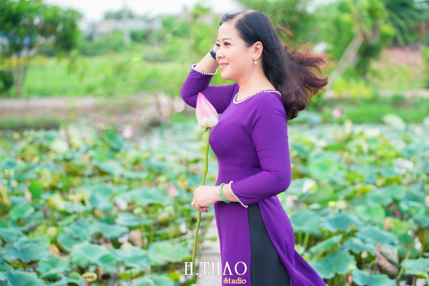 Anh Hoa sen tam da 32 - Bộ ảnh hoa sen với áo dài tím đẹp dễ thương - HThao Studio