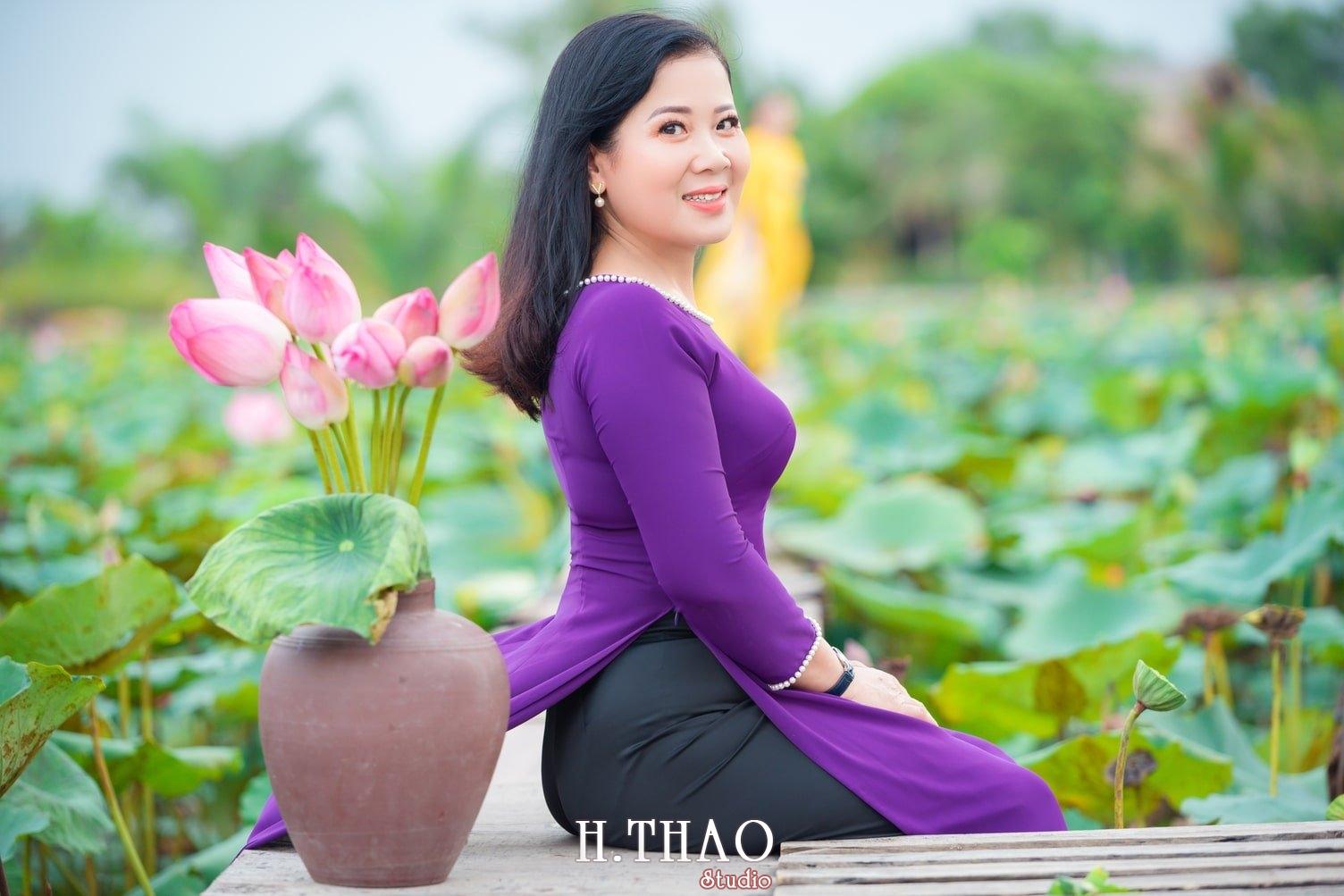Anh Hoa sen tam da 33 - Bộ ảnh hoa sen với áo dài tím đẹp dễ thương - HThao Studio