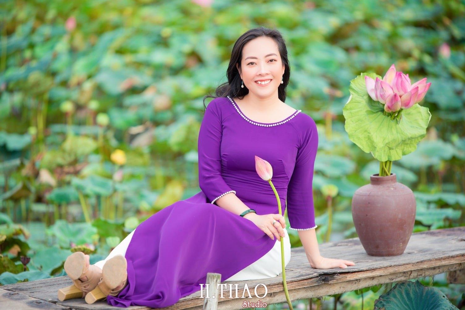 Anh Hoa sen tam da 4 - Bộ ảnh hoa sen với áo dài tím đẹp dễ thương - HThao Studio