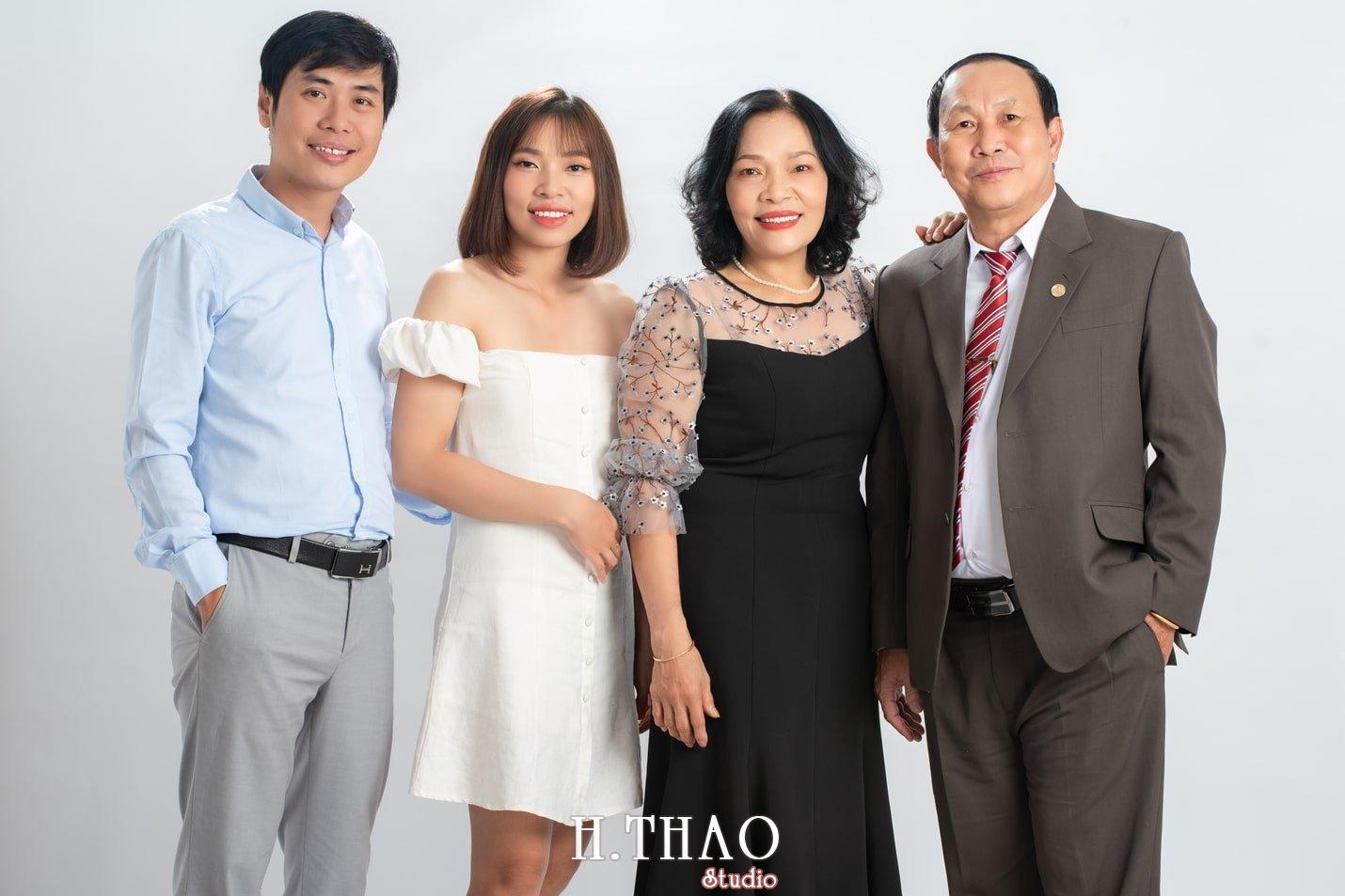 Anh gia dinh 15 - Dịch vụ chụp ảnh kỷ niệm ngày cưới - HThao Studio