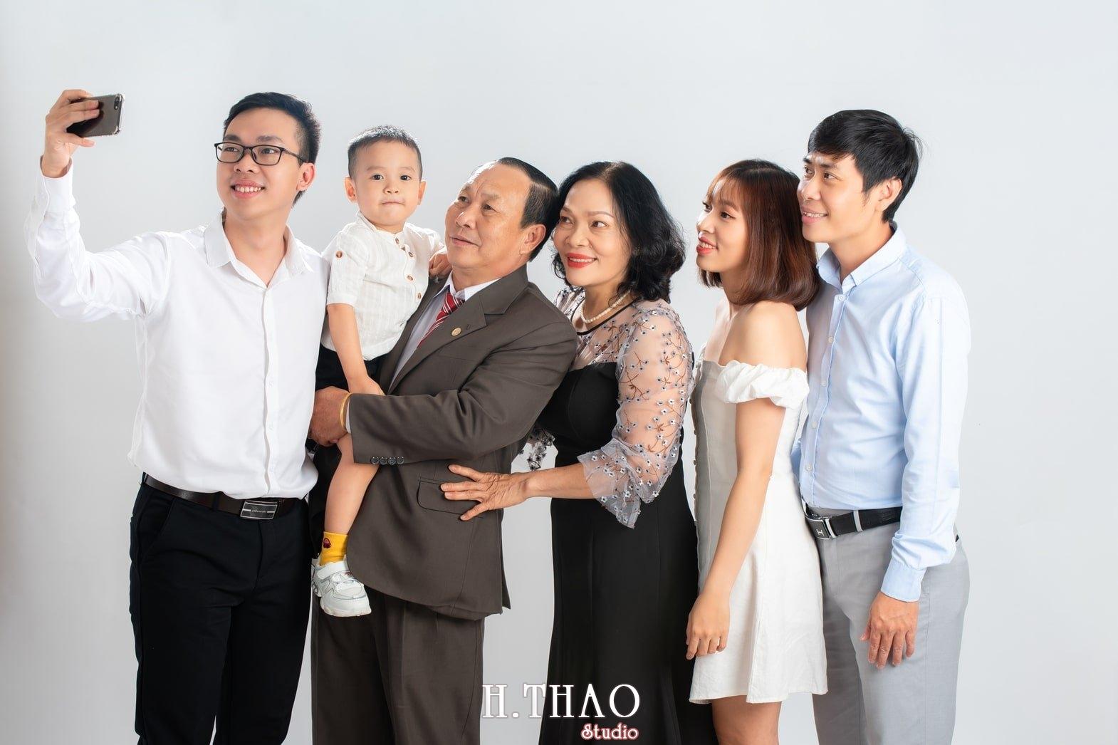 Anh gia dinh 3 - Dịch vụ chụp ảnh kỷ niệm ngày cưới - HThao Studio