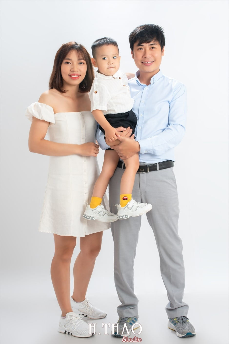 Anh gia dinh 8 - Dịch vụ chụp ảnh kỷ niệm ngày cưới - HThao Studio
