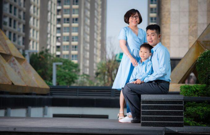 Anh gia dinh landmark 3 680x438 - Báo giá chụp hình gia đình