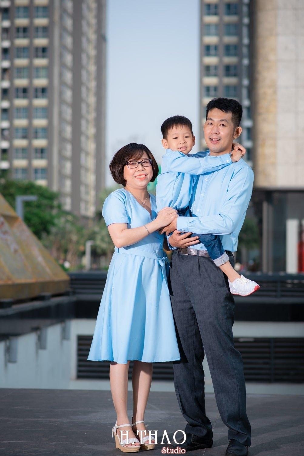 Anh gia dinh landmark 4 - Album ảnh gia đình chị Tâm chụp tại Vinhome Central Park