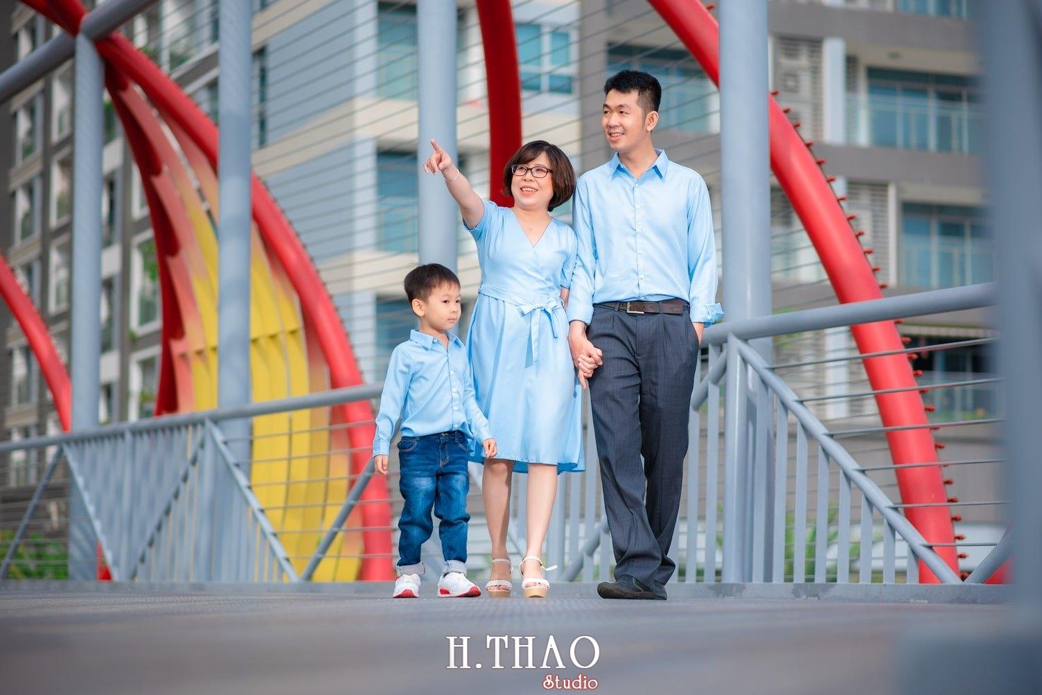 Anh gia dinh landmark 7 - Báo giá chụp hình gia đình