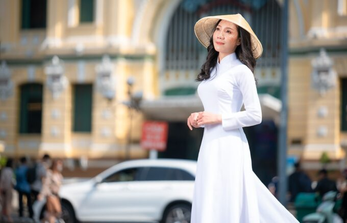 Ảnh áo dài trắng ở nhà thờ