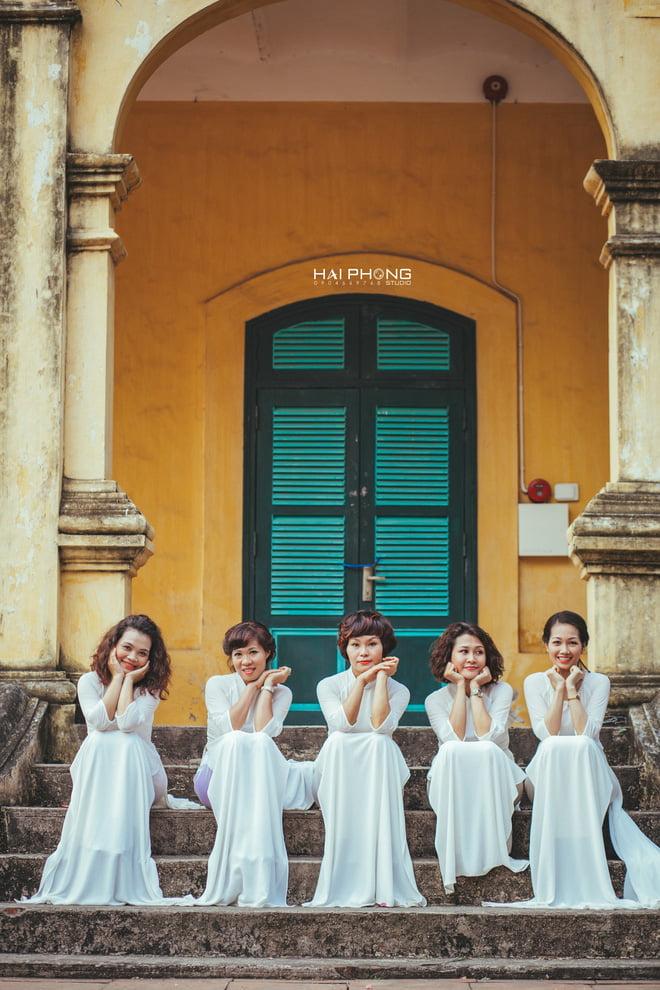 Ao dai nhom dep 1 - 30+ cách tạo dáng chụp ảnh áo dài nhóm đẹp miễn chê – HThao Studio