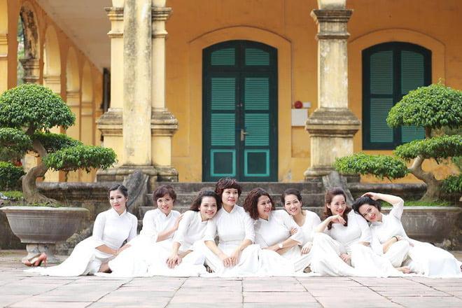 Ao dai nhom dep 13 - 30+ cách tạo dáng chụp ảnh áo dài nhóm đẹp miễn chê – HThao Studio