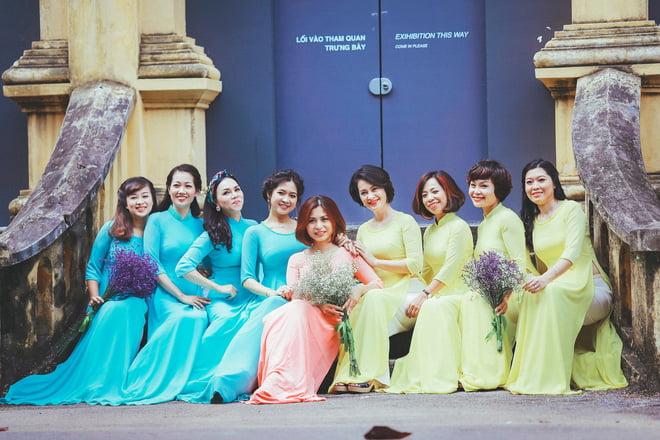 Ao dai nhom dep 2 - 30+ cách tạo dáng chụp ảnh áo dài nhóm đẹp miễn chê – HThao Studio