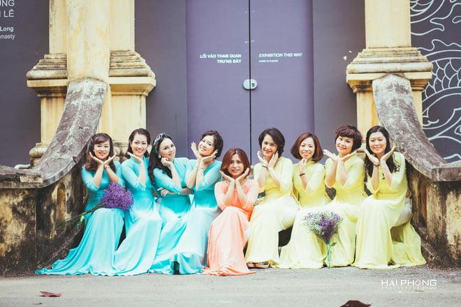 Ao dai nhom dep 24 - 30+ cách tạo dáng chụp ảnh áo dài nhóm đẹp miễn chê – HThao Studio