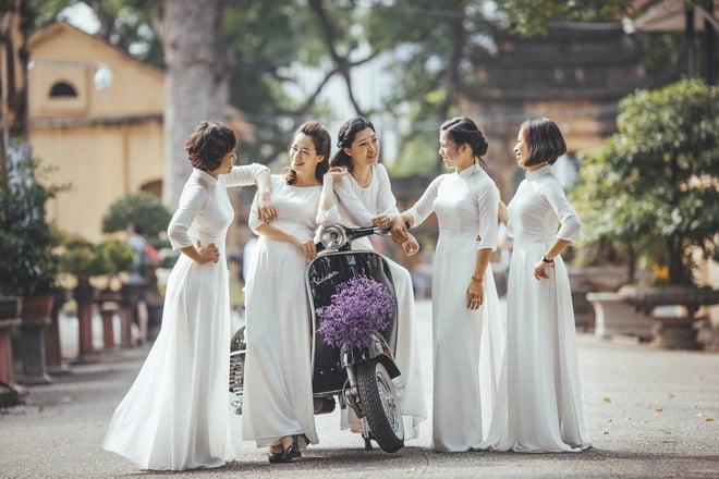 Ao dai nhom dep 8 - 30+ cách tạo dáng chụp ảnh áo dài nhóm đẹp miễn chê – HThao Studio
