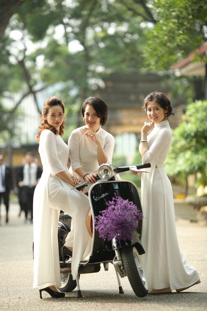 Ao dai nhom dep 9 - 30+ cách tạo dáng chụp ảnh áo dài nhóm đẹp miễn chê – HThao Studio