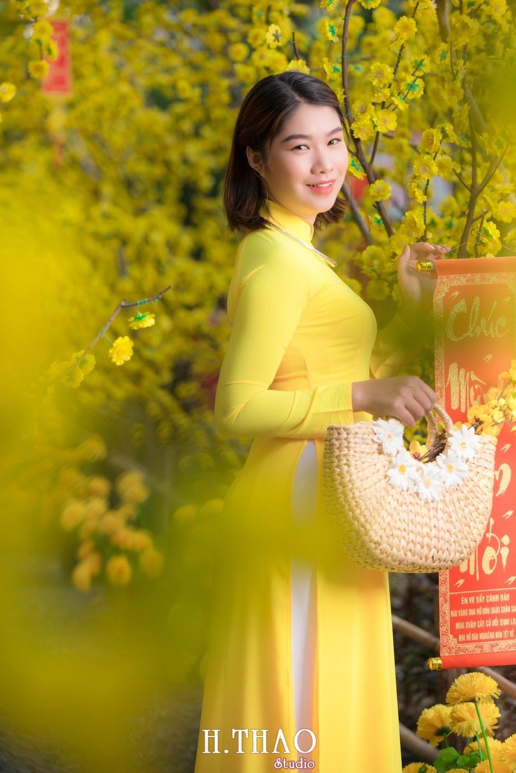 Ao dai tet 5 - Top 40 ảnh áo dài chụp với Hoa đào, hoa mai tết tuyệt đẹp- HThao Studio