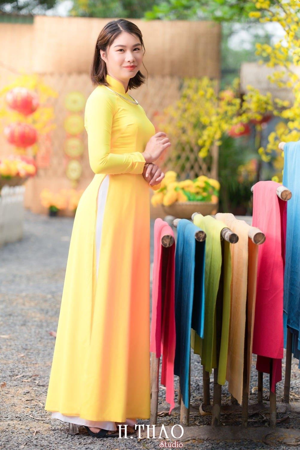 Ao dai tet 7 - Top 40 ảnh áo dài chụp với Hoa đào, hoa mai tết tuyệt đẹp- HThao Studio