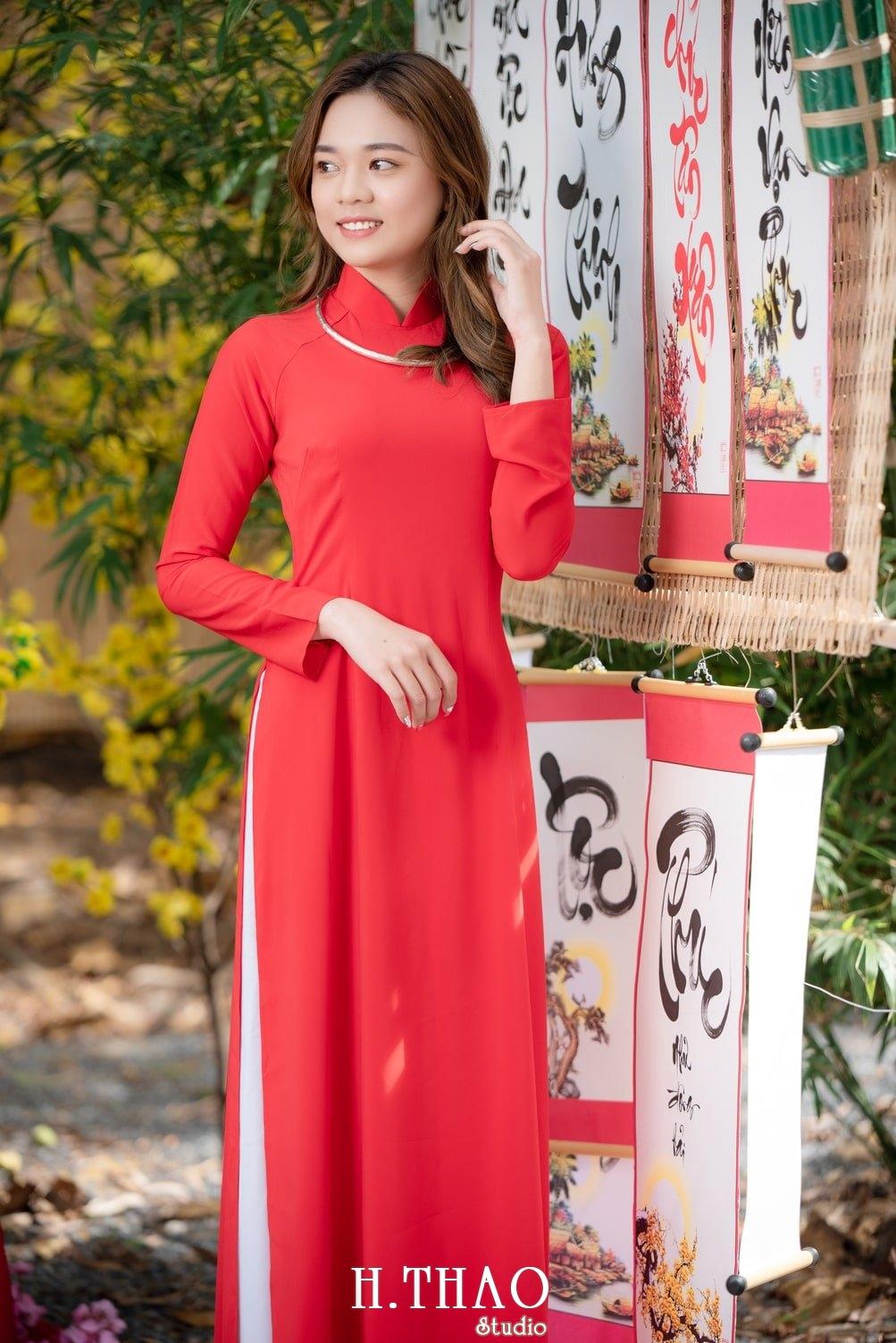 Ao dai tet do 1 - Top 40 ảnh áo dài chụp với Hoa đào, hoa mai tết tuyệt đẹp- HThao Studio